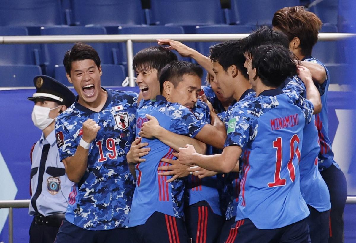 Niềm vui chiến thắng của các cầu thủ Nhật Bản. (Ảnh: Reuters).