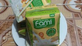 Video cận cảnh sữa đậu nành Fami bị vón cục, bốc mùi