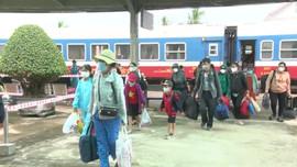 Chuyến tàu nghĩa tình đón những người con xa xứ từ vùng dịch về quê