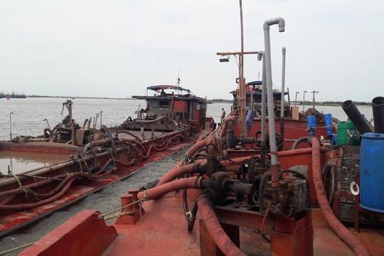 Nam Định: Bắt giữ 4 tàu khai thác cát trái phép gần khu sinh thái Rạng Đông