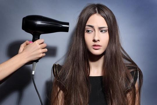 7 thói quen khiến tóc gãy rụng nhiều chị em mắc phải