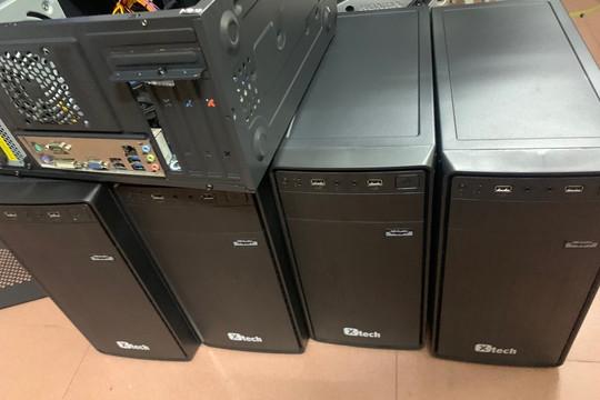 Trao 50 bộ máy tính cho học sinh khó khăn quận Ba Đình