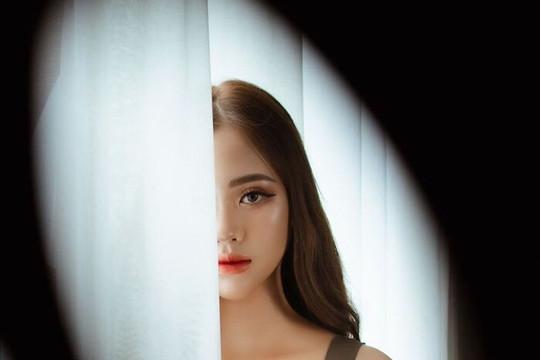 Cận cảnh nhan sắc của nữ sinh Nam Định đang dẫn đầu bình chọn Hoa hậu Hoàn vũ Việt Nam 2021