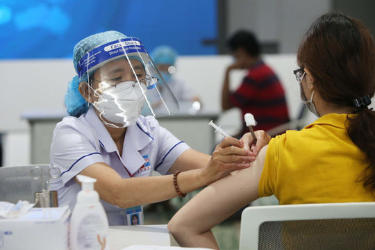 Hà Nội đã tiêm hơn 6,9 triệu mũi vắc xin Covid-19