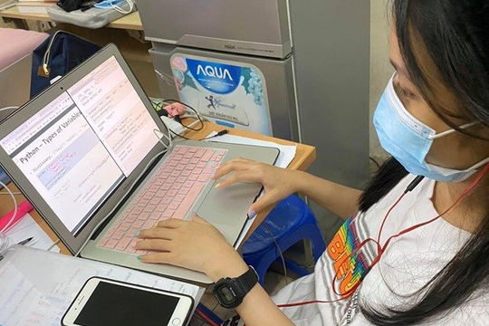 Nhiều trường đại học ở TP.HCM dạy online đến học kỳ II