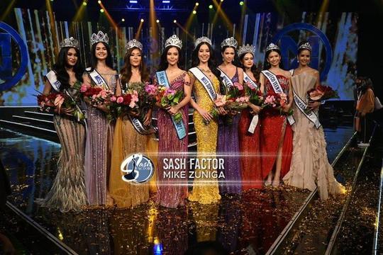 Tân hoa hậu Miss World Philippines ngã 2 lần trong đêm chung kết