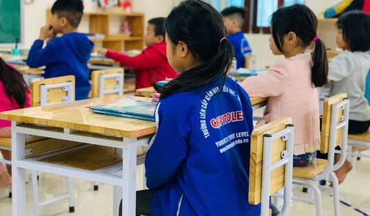 Hà Nội xem xét xử lý trường 'xé rào' cho học sinh đi học