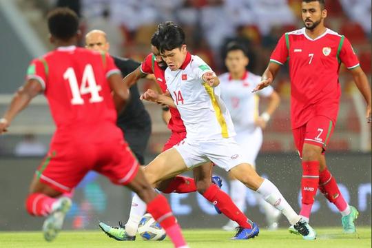 Chuyên gia: 'Tuyển Việt Nam bị thổi phạt đền do thói quen xấu của cầu thủ'