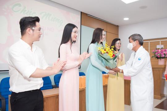 Hoa hậu Việt Nam tặng quà 20/10 tri ân nữ chiến sĩ tuyến đầu