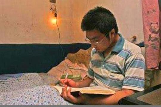 """""""Thần đồng"""" Trung Quốc 13 tuổi chưa biết tự tắm giặt, vệ sinh cá nhân"""